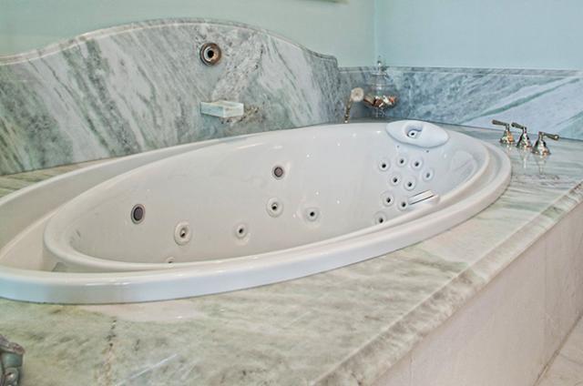 Tile & Stone: Granite Tub