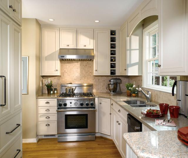 Small Kitchen Design With Off White Cabinets